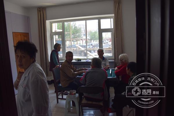 老年人在打麻将_副本.jpg